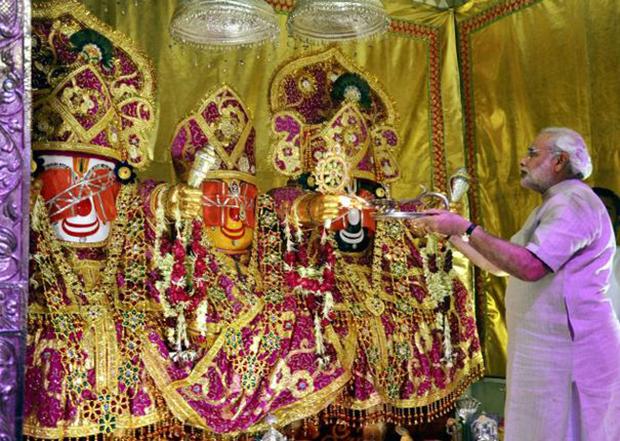 Gujarat CM at Jagannatha Mandir